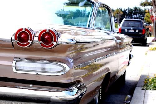 1960 Pontiac Bonneville 4
